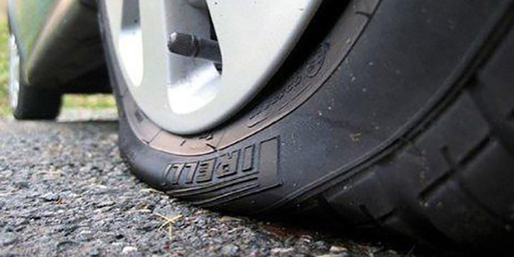 Cómo cambiar la rueda pinchada