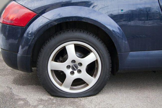 El método que te ayudará a reparar un pinchazo en el coche con total garantía de éxito