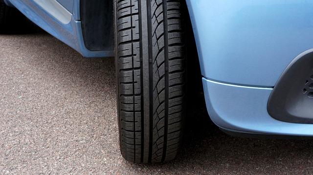 6 Pistas claras para detectar neumáticos gastados y ponerles solución