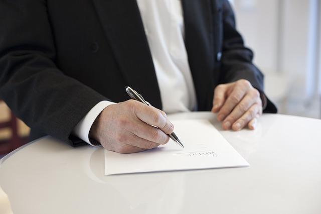 firma-contrato-compraventa-vehiculo