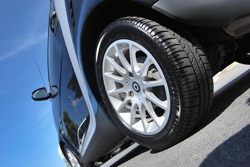 Vibración del coche por neumáticos desgastados