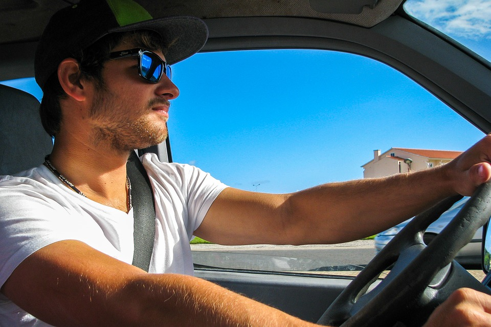 conducir-con-gafas-de-sol