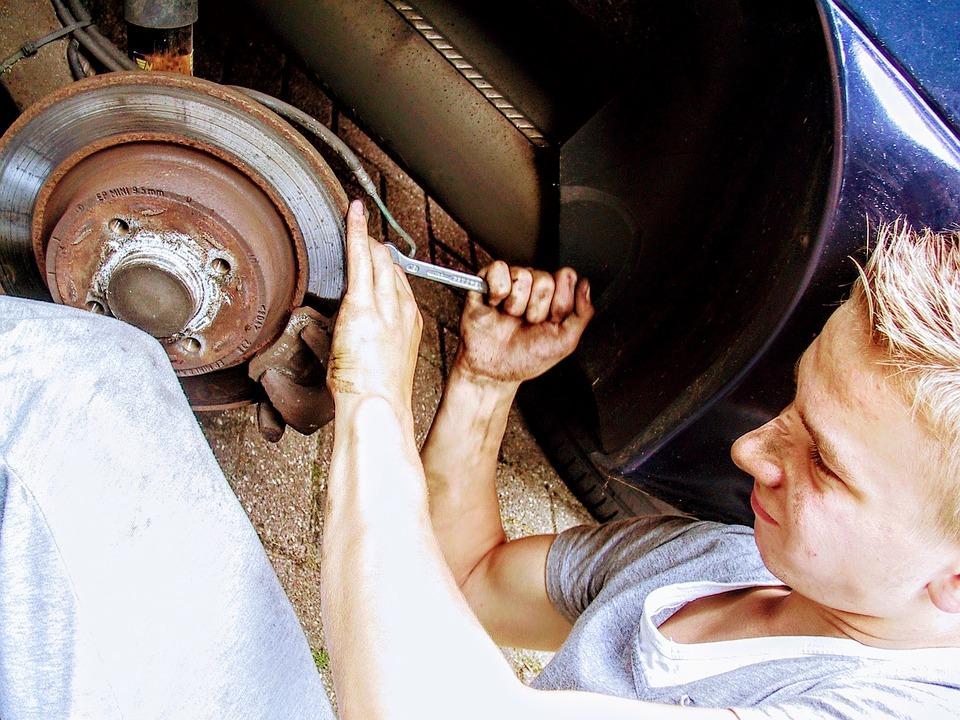 Reparar coche en la calle
