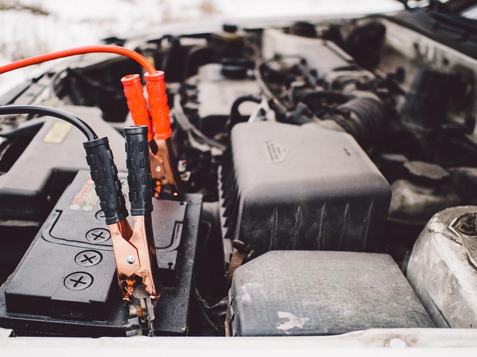 Tutorial imprescindible para arrancar el coche con pinzas porque se ha quedado sin batería