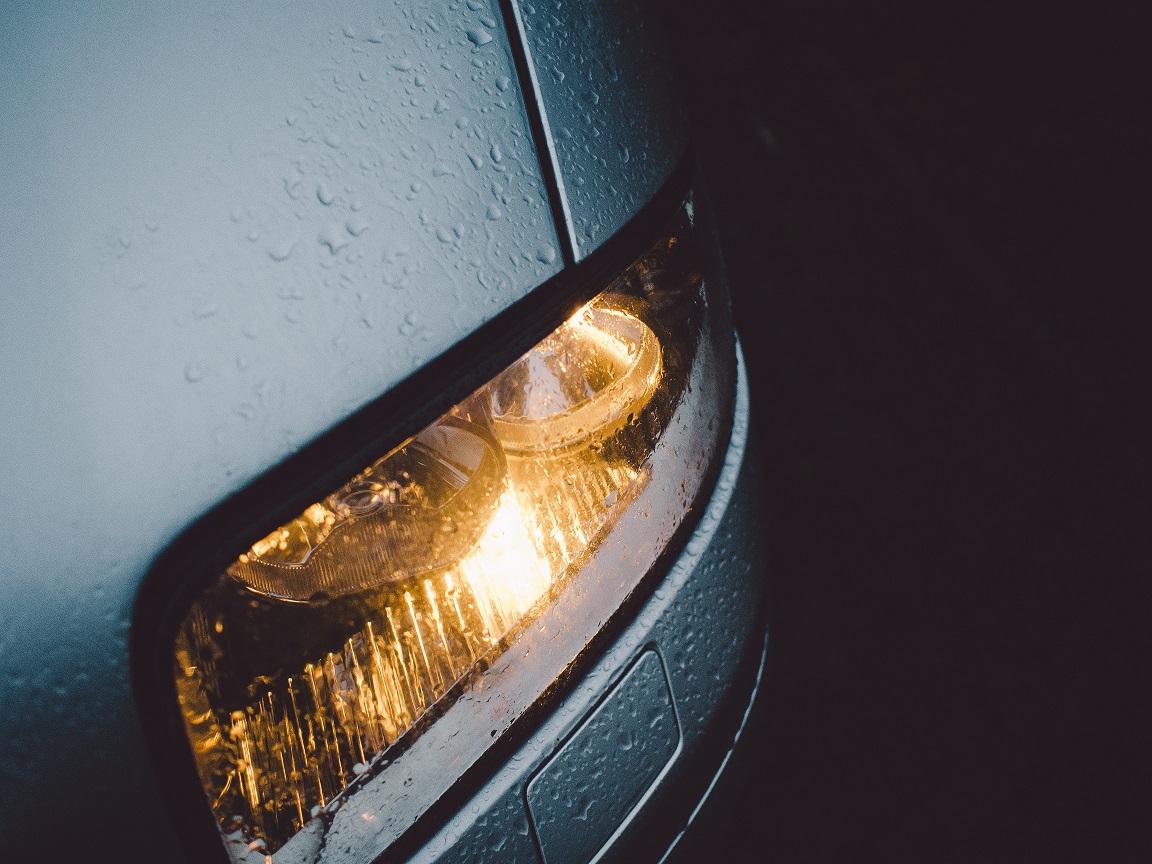 Tipos de luces del coche: recuerda cuándo y dónde se utilizan para evitar sanciones