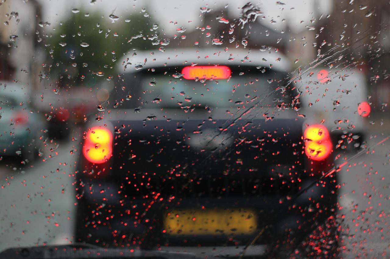 13 Medidas probadas para conducir con lluvia de forma 100% segura