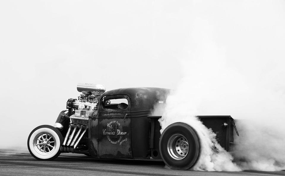 humo-negro-coche-al-acelerar