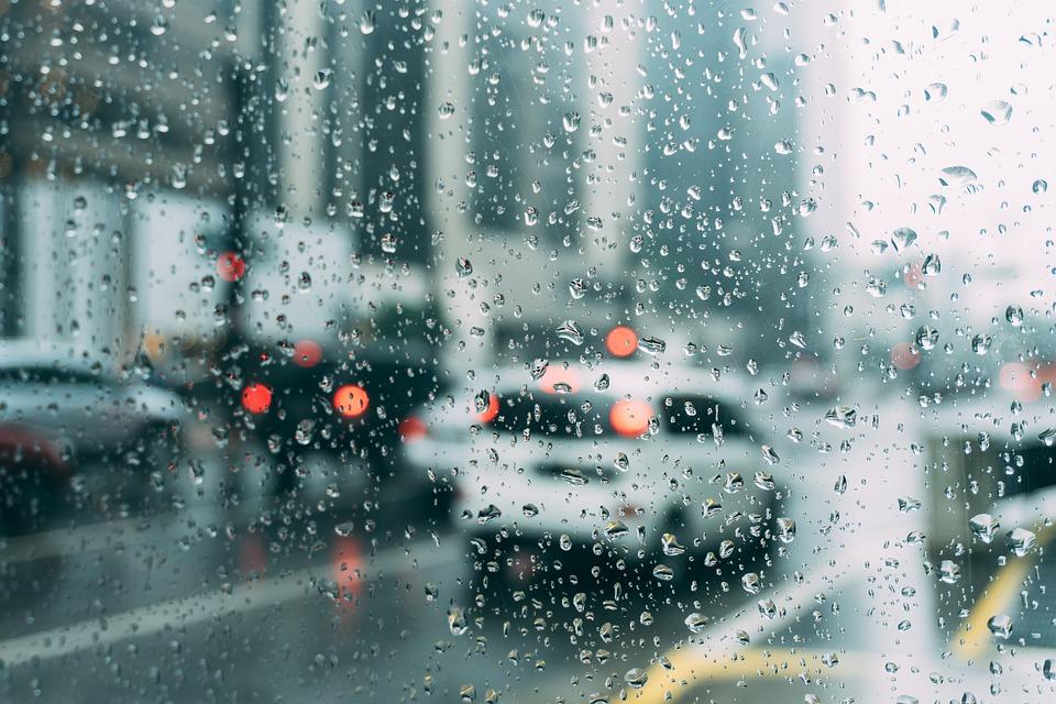 mantenimiento-coche-con-lluvia